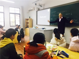中心举行第一次校园体验课